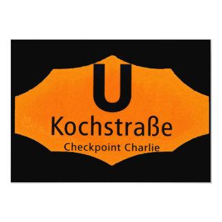 "Checkpoint Charlie, Kochstrabe, UBahn, naranja, Invitación 5"" X 7"""