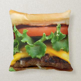 Cheeseburger del tocino cojín decorativo