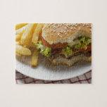 Cheeseburger, mordeduras tomadas, con los micropro puzzles con fotos