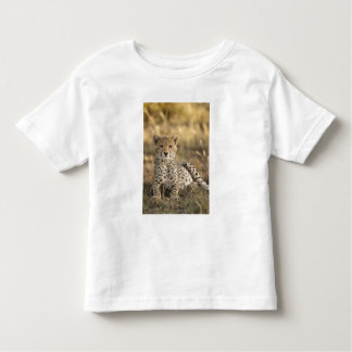 Cheetah, Acinonyx jubatus, cub laying downin Toddler T-shirt