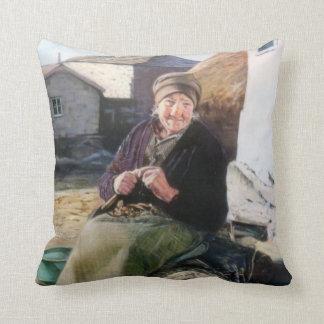 Chestnut seller/Castañeira Throw Pillow