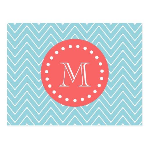 Chevron azul y coralino con el monograma de encarg tarjeta postal