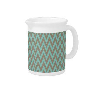 Chevron azul y gris de moda raya zigzags jarra de beber
