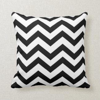 Chevron blanco y negro almohada
