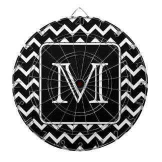 Chevron blanco y negro con el monograma de encargo tablero de dardos