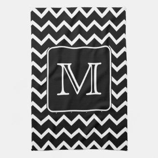 Chevron blanco y negro con el monograma de encargo toalla de cocina