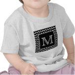 Chevron blanco y negro con el monograma de encargo camiseta
