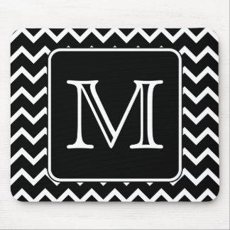 Chevron blanco y negro con el monograma de encargo tapete de raton