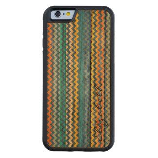Chevron colorido de madera raya el monograma #11 funda de iPhone 6 bumper cerezo