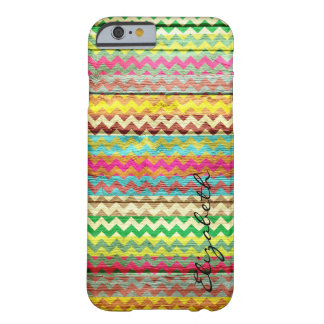 Chevron colorido de madera raya el monograma #7 funda de iPhone 6 barely there