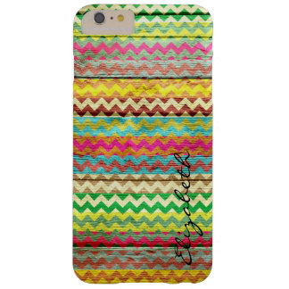 Chevron colorido de madera raya el monograma funda barely there iPhone 6 plus