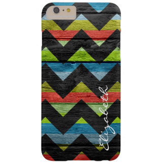 Chevron colorido de madera raya el monograma funda para iPhone 6 plus barely there
