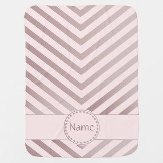 Chevron con monograma en 2 color de rosa mantitas para bebé
