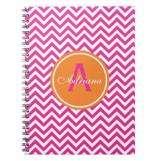 Chevron de muy buen gusto en rosas fuertes cuadernos