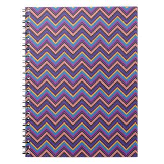 Chevron exótico en púrpura, azul, rosado, y oro cuaderno