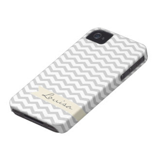 Chevron gris con la etiqueta personalizada beige iPhone 4 Case-Mate cárcasa