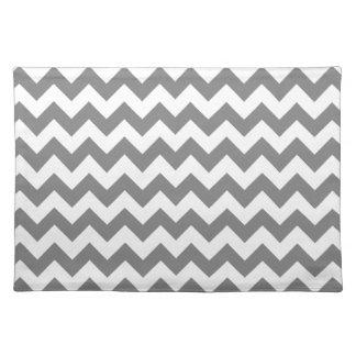 Chevron gris oscuro; zigzag mantel individual