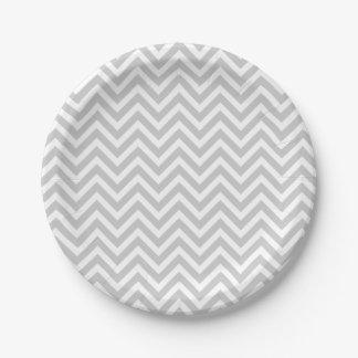Chevron gris y blanco plato de papel de 7 pulgadas