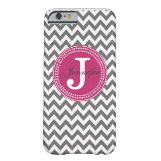 Chevron gris y caso rosado del iPhone 6 del Funda De iPhone 6 Barely There