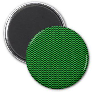 Chevron negro en verde imán redondo 5 cm