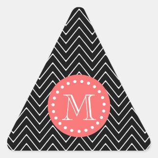 Chevron negro y coralino con el monograma de calcomania trianguloada