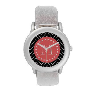 Chevron negro y coralino con el monograma de relojes de mano