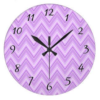 Chevron púrpura dentado reloj redondo grande