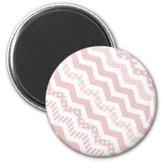 Chevron rosado con una torsión imán redondo 5 cm