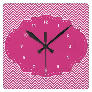 Chevron rosado moderno reloj cuadrado