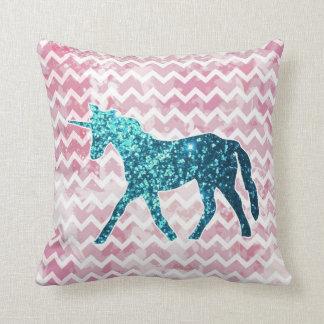 Chevron rosado, unicornio azul del brillo cojines