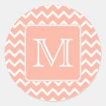 Chevron rosado y blanco coralino con el monograma  pegatinas
