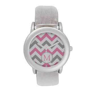 Chevron rosado y gris con el monograma relojes de pulsera