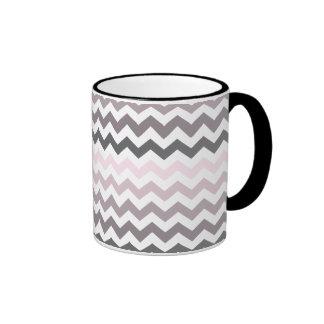 Chevron rosado y gris taza de dos colores