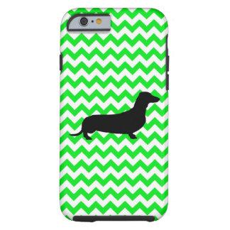 Chevron verde irlandés con el Dachshund Funda De iPhone 6 Tough