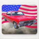 Chevy Chevelle SS 396 con la bandera americana