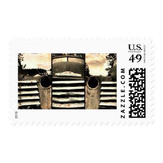 Chevy viejo que cultiva el camión sellos postales