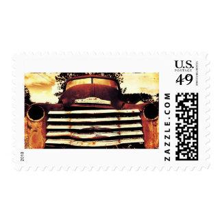 Chevy viejo que cultiva el camión timbre postal