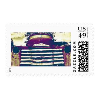 Chevy viejo que cultiva el camión timbres postales