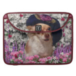 Chi Chi in Flowers  - Chihuahua Puppy in Cute Hat Sleeve For MacBook Pro
