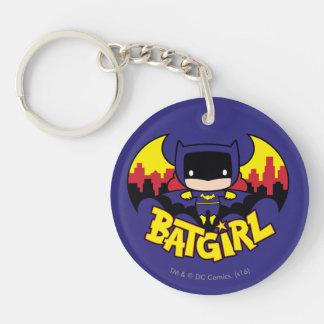 Chibi Batgirl con el horizonte y el logotipo de Llavero Redondo Acrílico A Doble Cara