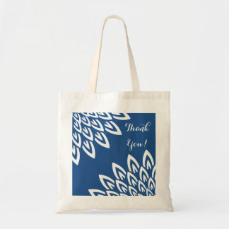 CHIC TOTE_MODERN WHITE FLORAL ON CLASSIC BLUE BUDGET TOTE BAG