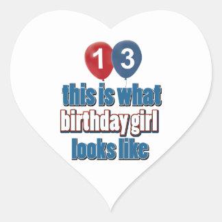 Chica 13 del cumpleaños pegatina en forma de corazón