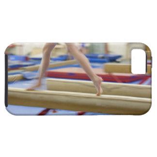 Chica (16-17) que corre en el haz de balanza, funda para iPhone SE/5/5s
