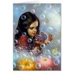 Chica 2 de la burbuja de jabón felicitación
