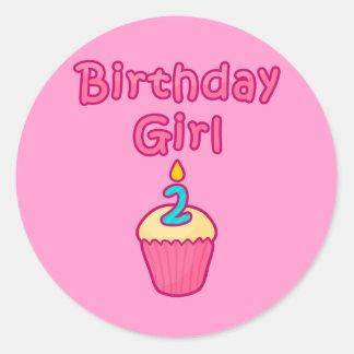 Chica 2 del cumpleaños de la magdalena pegatina redonda