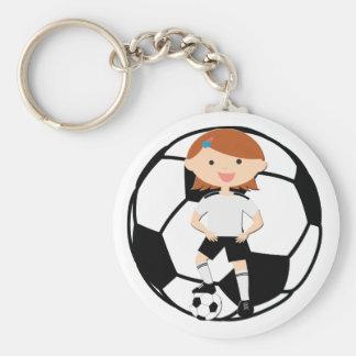 Chica 3 del fútbol y bola blanco y negro llavero redondo tipo pin
