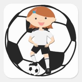 Chica 3 del fútbol y bola blanco y negro calcomanías cuadradass personalizadas