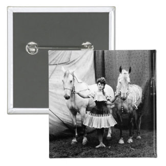 Chica a pelo: 1904 pin cuadrada 5 cm