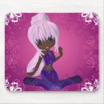 Chica afroamericano bonito en Mousepad púrpura Tapetes De Raton