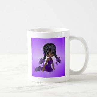 Chica afroamericano en ropa púrpura tazas de café